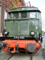 aw-dessau/82604/e-44-108-im-aw-dessau E 44 108 im Aw Dessau (Fahrzeugausstellung September 2009)